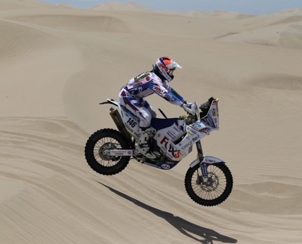 Sjaak Martens werkt gecontroleerde tweede etappe af in Dakar Rally